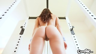 Gym-goer with a trimmed pussy gets fucked and creampied